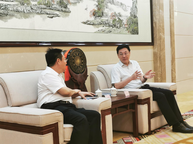 广西黄金管理局局长刘怀礼一行拜会河池市委书记何辛幸