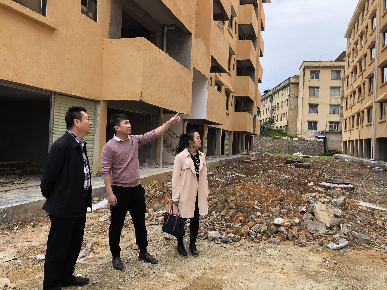 2020年4月,广西公司总经理刘怀礼赴古袍管理处推进棚户区改造项目